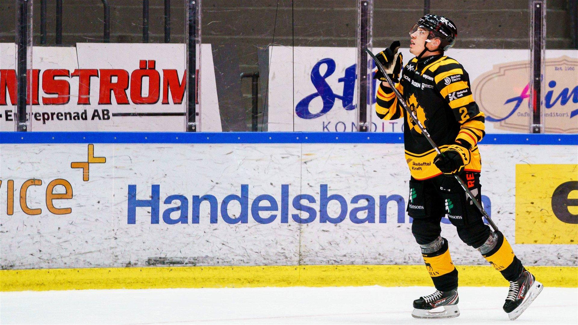 Adam Wilsby firar efter att ha avgjort mötet mellan Skellefteå och Växjö.