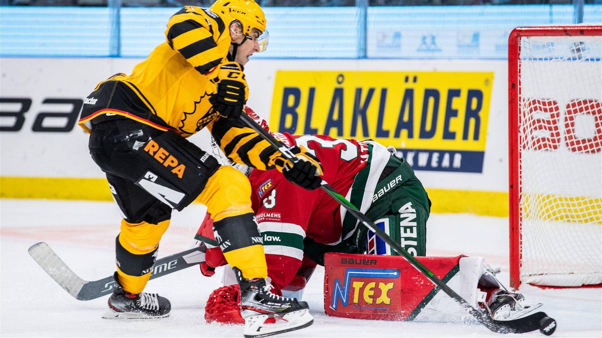 Johan Mattsson hindrar Joakim Lindström