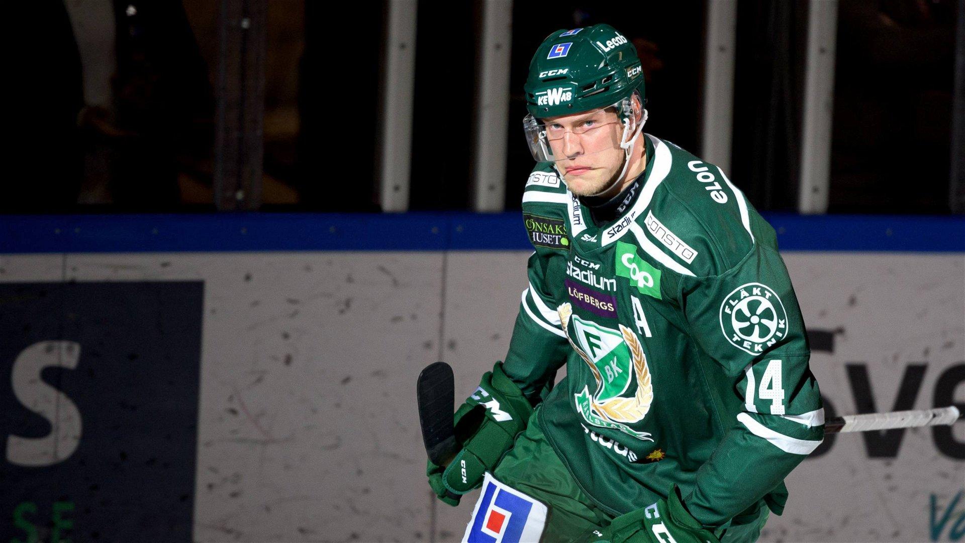 Victor Ejdsell firar efter att ha avgjort på straffar för sitt Färjestad mot Skellefteå.
