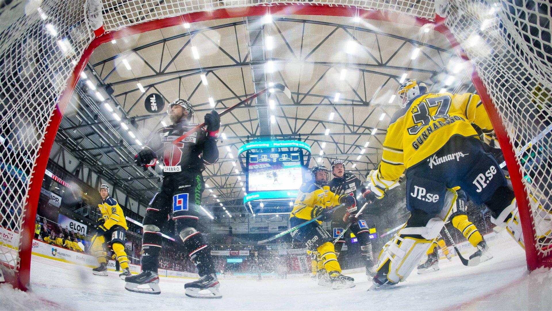 Örebro sätter ett av sina fem mål bakom Gunnarsson i gästernas mål.