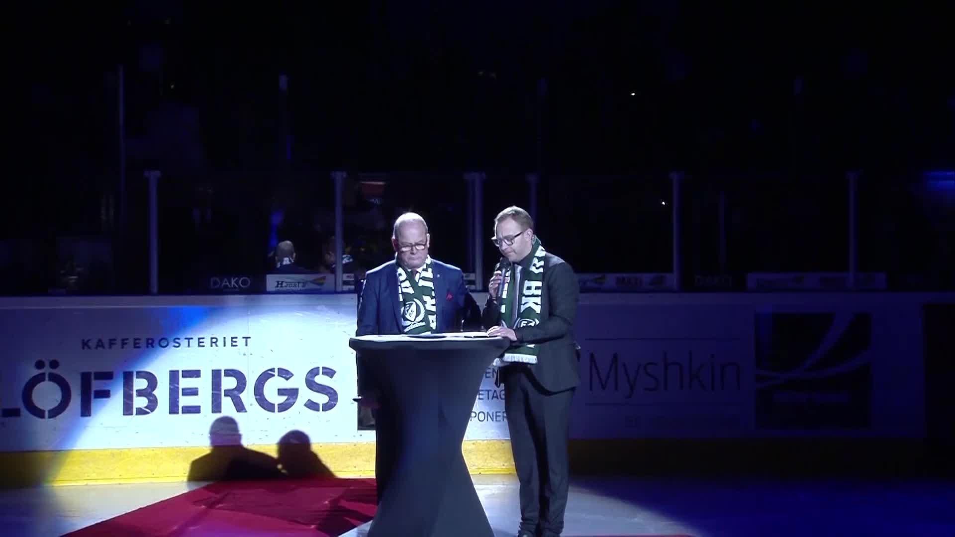 Hyllningen till ledaren Håkan Loob