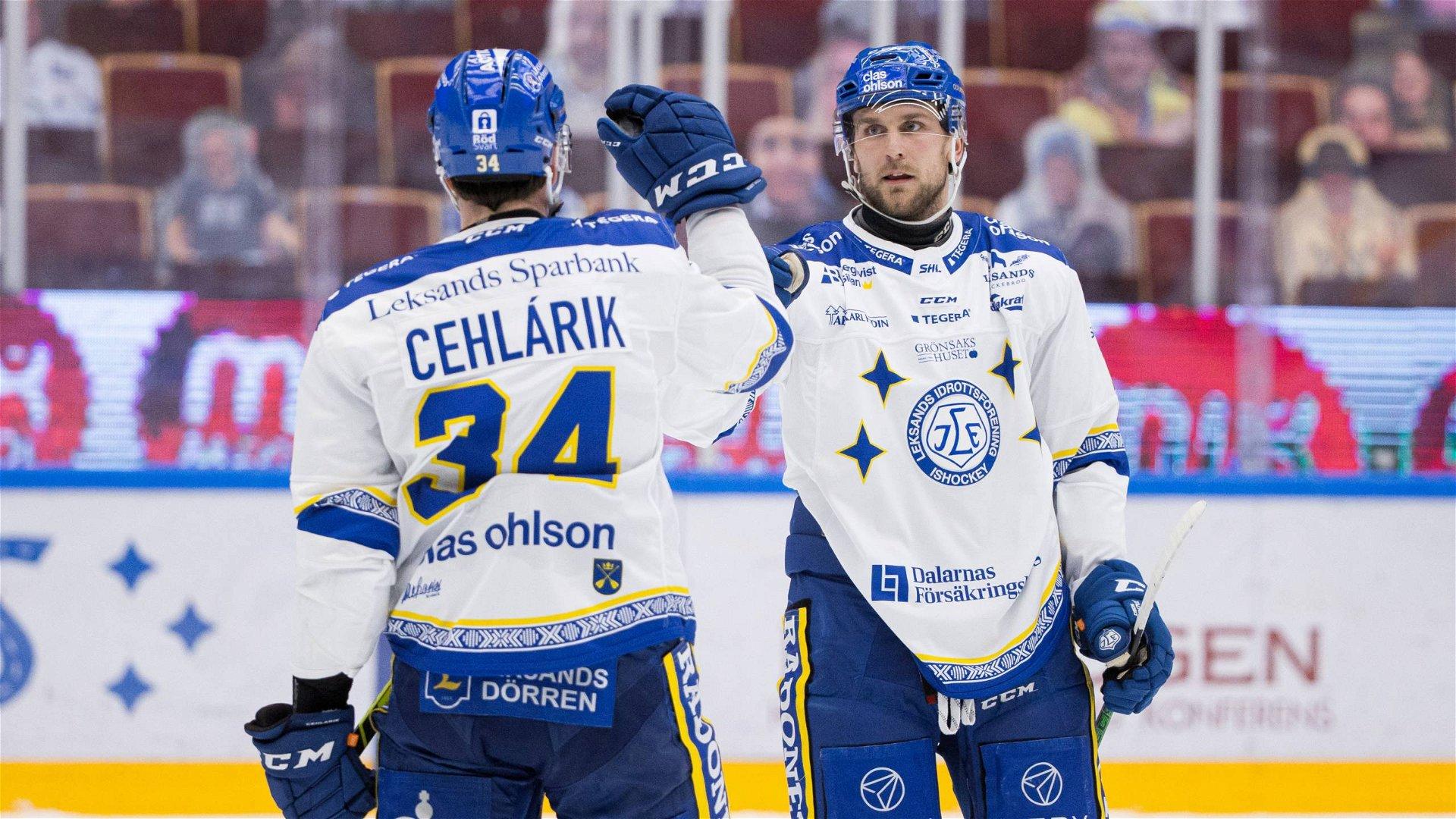 Leksandsspelare firar ett av målen när laget vann över Brynäs.