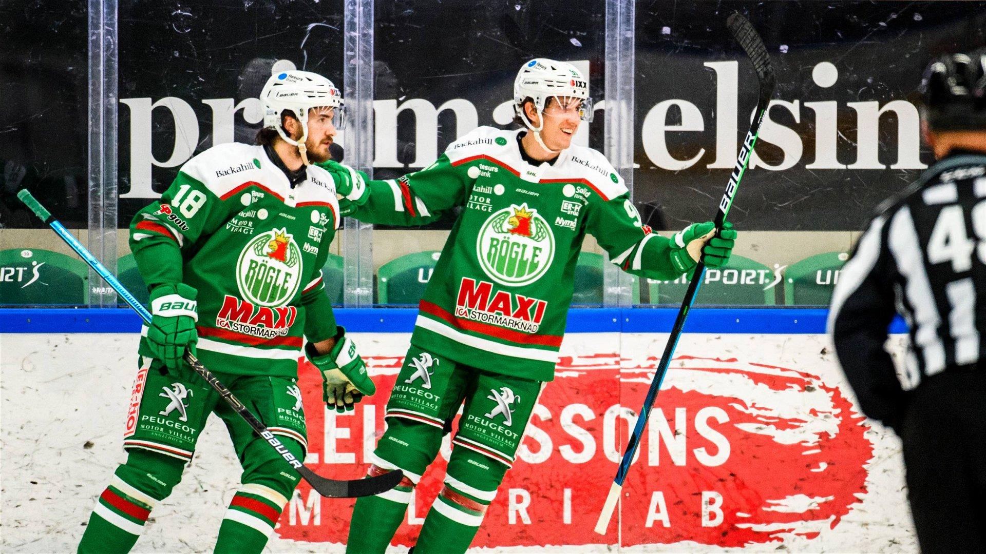 Adam Tambellini jublar med medspelare efter att ha gjort mål mot Linköping.